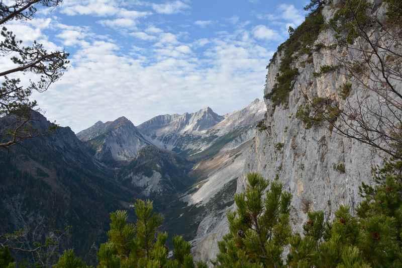 Absam Tirol: Blick auf das Halltal im Karwendel