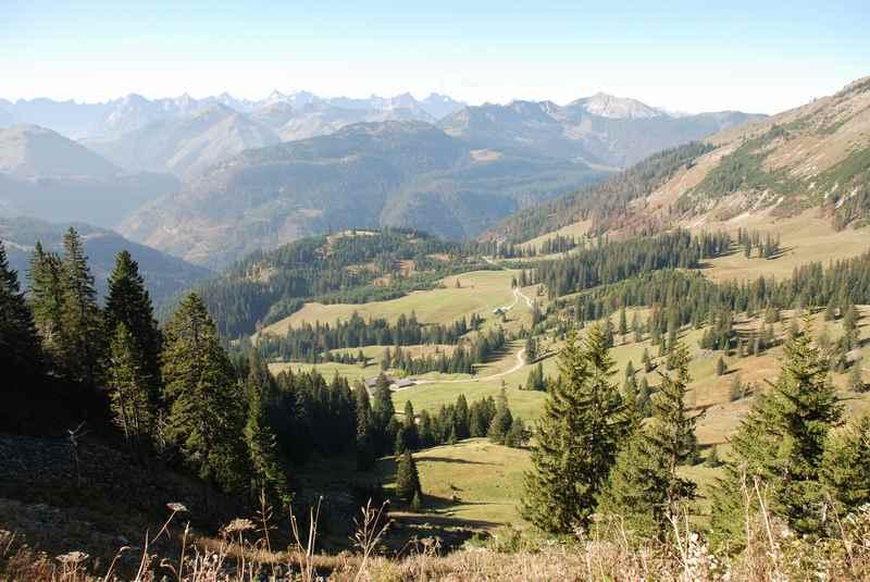 Wunderschöner Blick über die Rotwandalm ins Bächental und das Karwendel