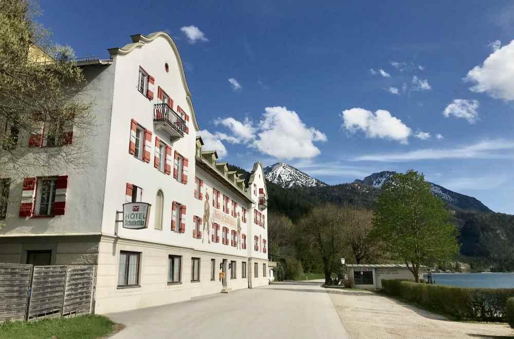 Hier in Achenkirch beginnt der flache Radweg am Achensee, links die Spitzen vom Rofan