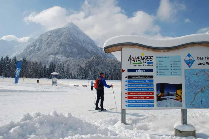 Dafür ist die Achenseeregion im Winter bekannt: Das Skilanglaufen. Hunderte Kilometer an Langlaufloipen werden gespurt - teils auch beschneite Loipen