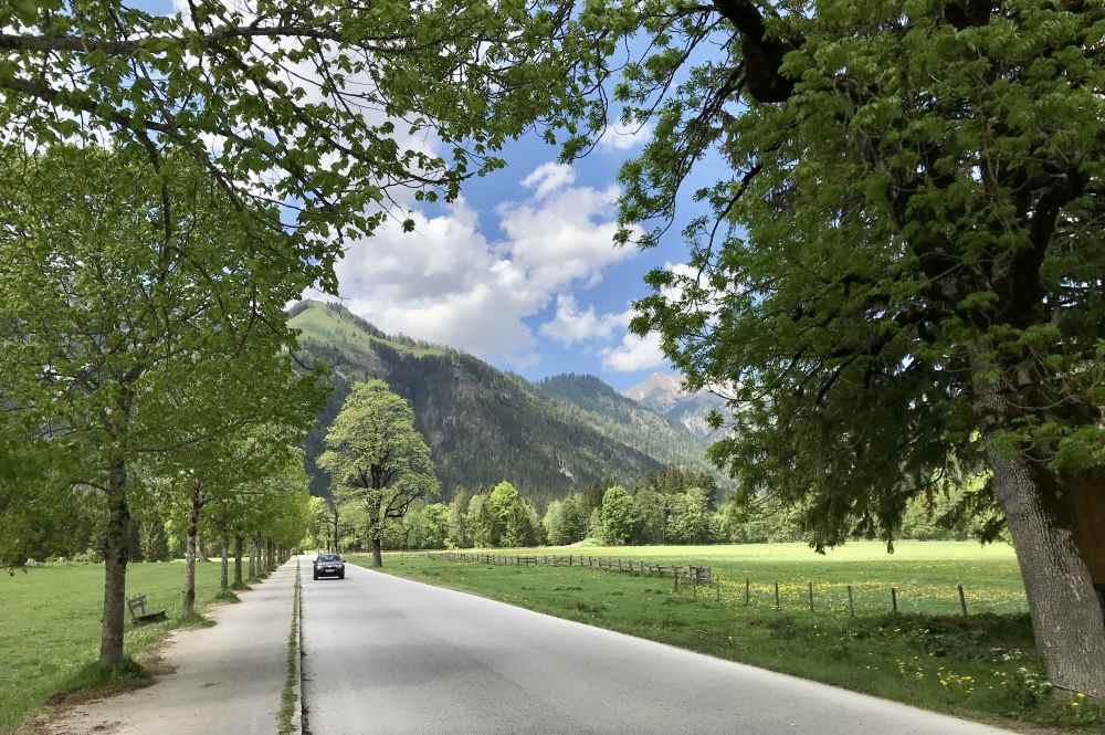 So schön ist die Mautstraße durch das Karwendeltal, gleich am Ortsrand von Pertisau