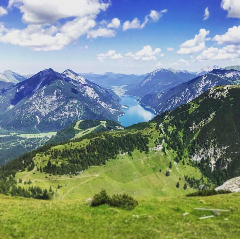 Achensee Lage - zwischen Karwendel und Rofan, umgeben von Bergen