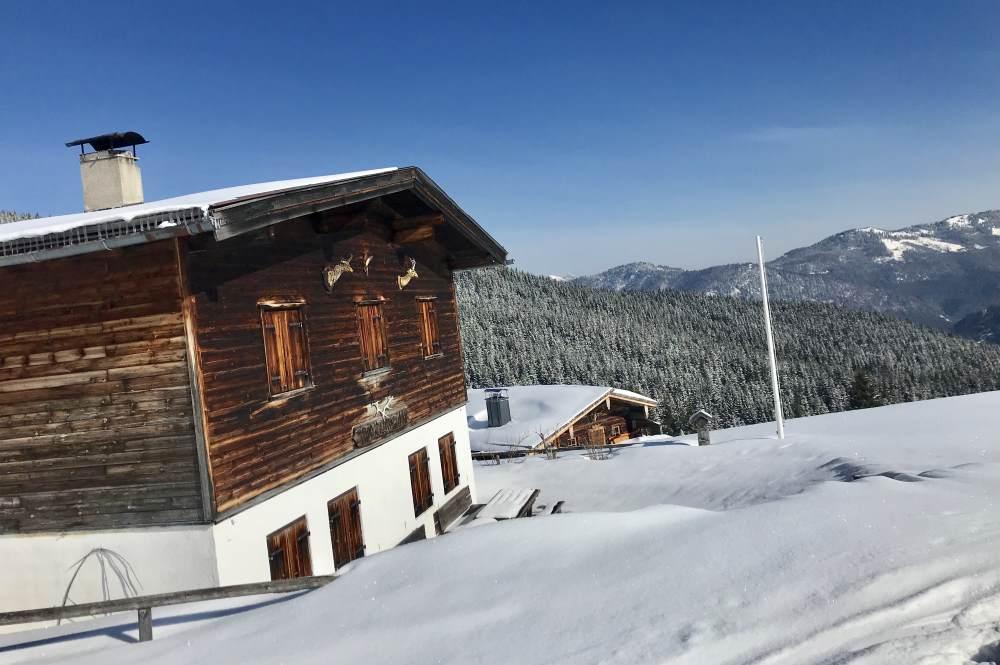 Die Falkenmoosalm liegt wunderbar im Karwendel und bietet diesen schönen Ausblick