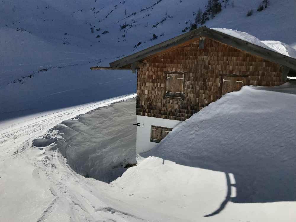 Viel Schnee rund um die Weissenbachalm