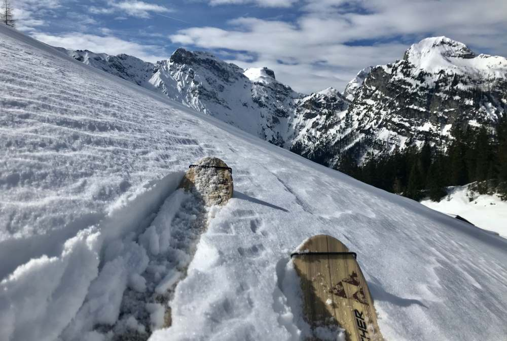 Soviel Spaß machen die Skitouren am Achensee - mit Blick auf´s Karwendel