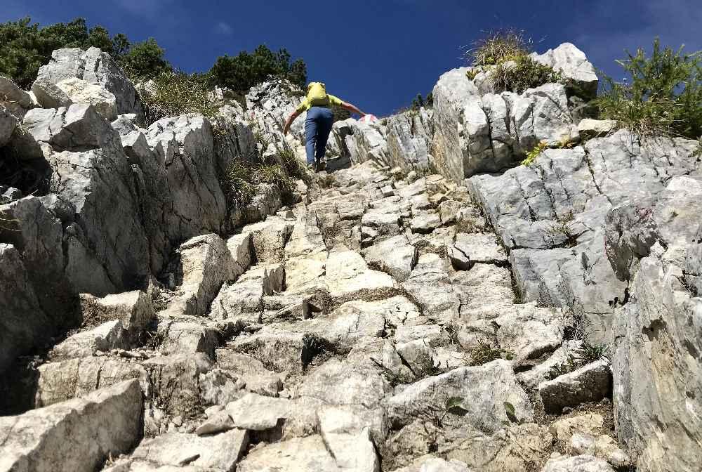 Diesen steinernen Kamin müssen wir hinauf zum Gipfel der Seebergspitze