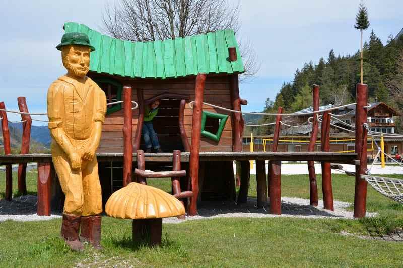 Das Spielhaus für die kleineren Kinder