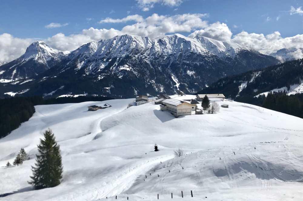 Winterwanderung Achensee mit Ausblick auf die Winterlandschaft