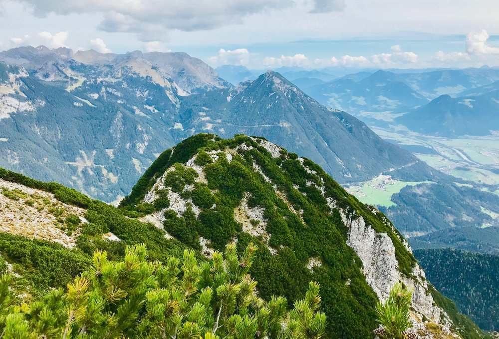 Bärenkopf Achensee: Bis der höchste Punkt erreicht ist und die Sicht über das Inntal frei ist, links das Rofan