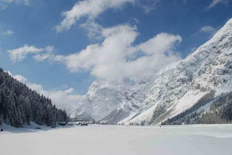 Von Pertisau am Achensee winterwandern durch das Falzthurntal im Karwendel