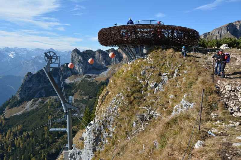 Die Adlerhorst Aussichtsplattform im Rofan - mit super Blick auf die Gipfel von Karwendel und Alpen