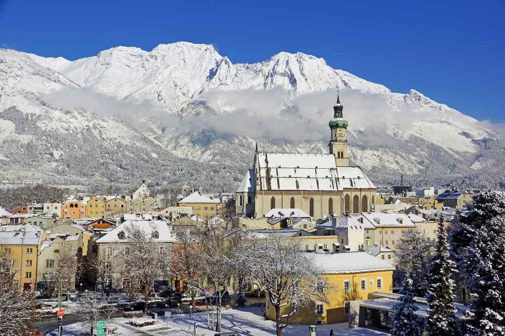 Tagsüber bietet der Schnee im Advent tolle Möglichkeiten für einen Winterurlaub in Hall, Bild: Hall Wattens Tourismus