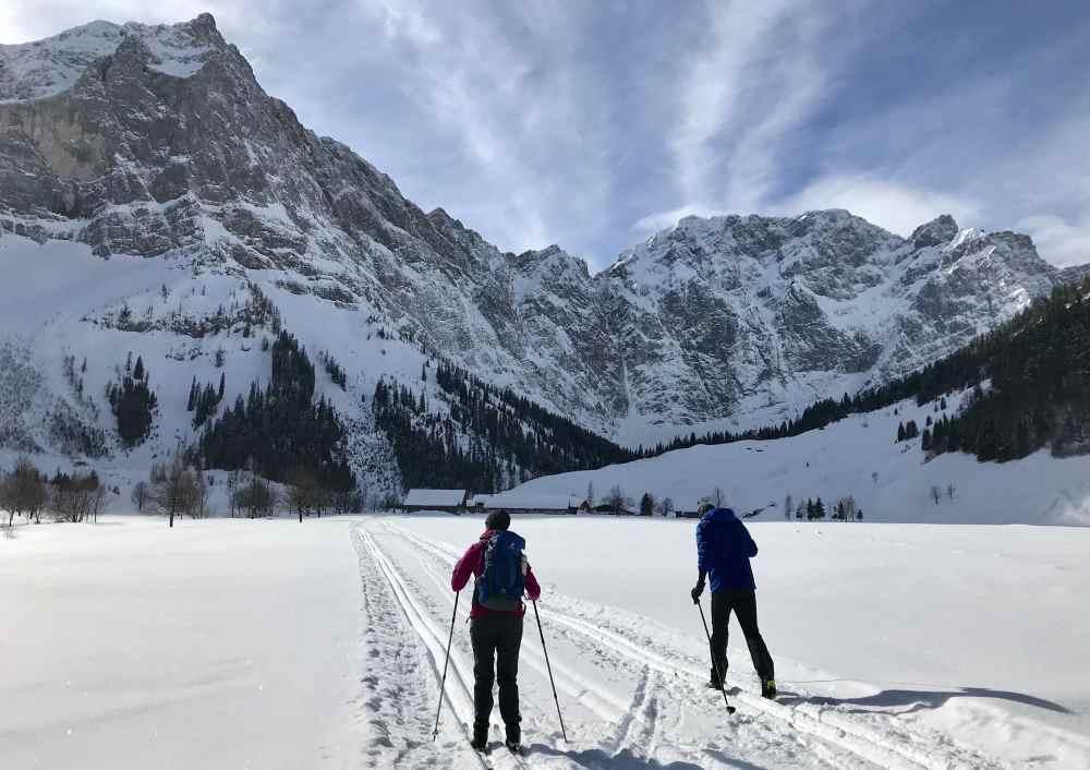 Das ist die Winterlandschaft auf der Karwendelloipe kurz vor der Engalm