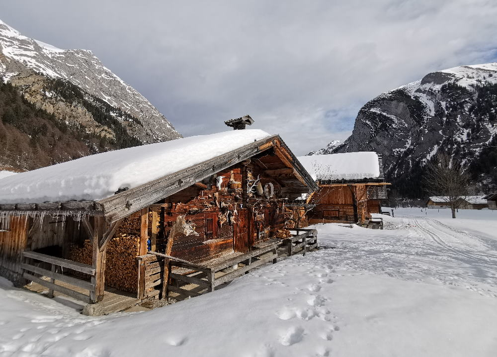 Die verschneiten Hütten und Almen sind wunderbare Plätze im Winterurlaub - ich zeige sie dir!