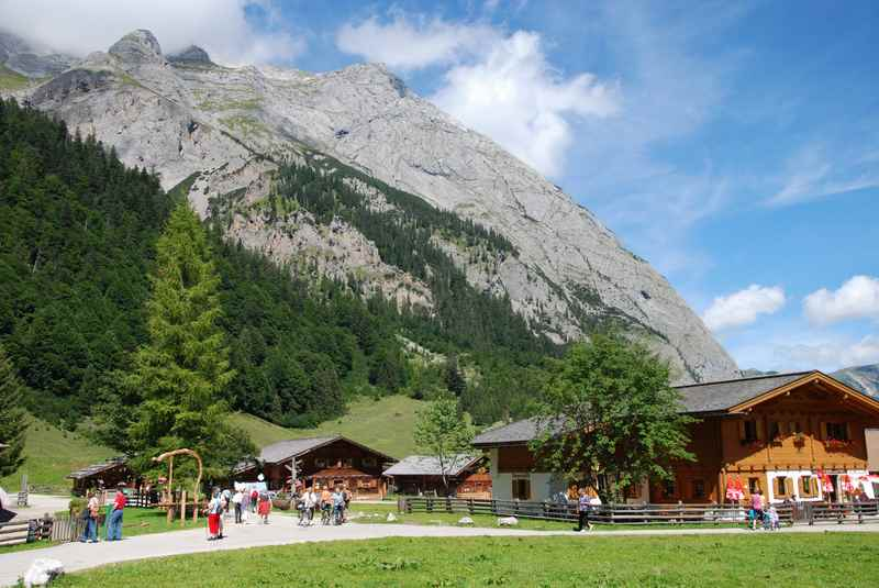 Das Almdorf Eng, das Ziel unserer Radwanderung im Rißtal, Karwendel