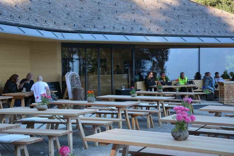 Aus Innsbruck auf die modernste Alm im Karwendel wandern: Die Umbrüggler Alm
