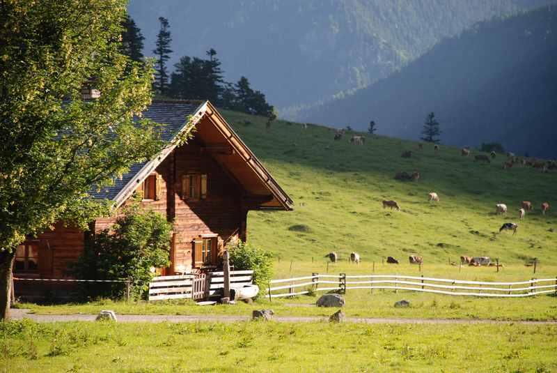 Hüttenwanderungen: Die Kraft der Berge bewusst erleben und wieder zu sich selbst finden - wunderbar möglich bei einer Hüttenwanderung im Karwendelgebirge