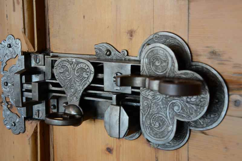 Viel Historie im Rathaus - wie die alte Türe