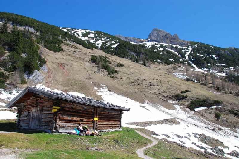 Und die ersten April Wanderungen in der Sonne mit dem letzten Schnee am Berg