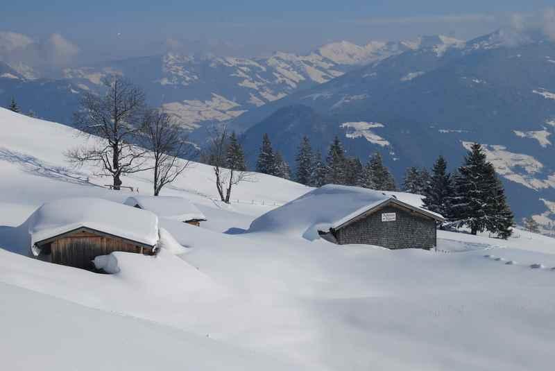 Astenaualm winterwandern mit Ausblick in Richtung Alpbachtal