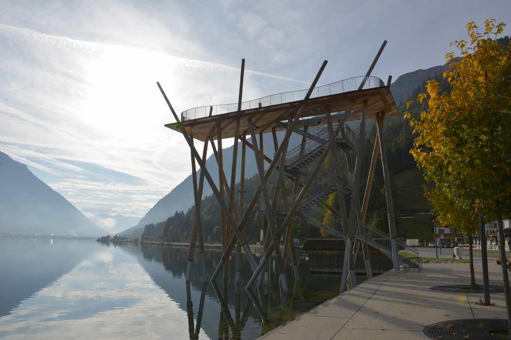Parkplatz Pertisau am Achensee - neben dieser kostenlosen Aussichtsplattform