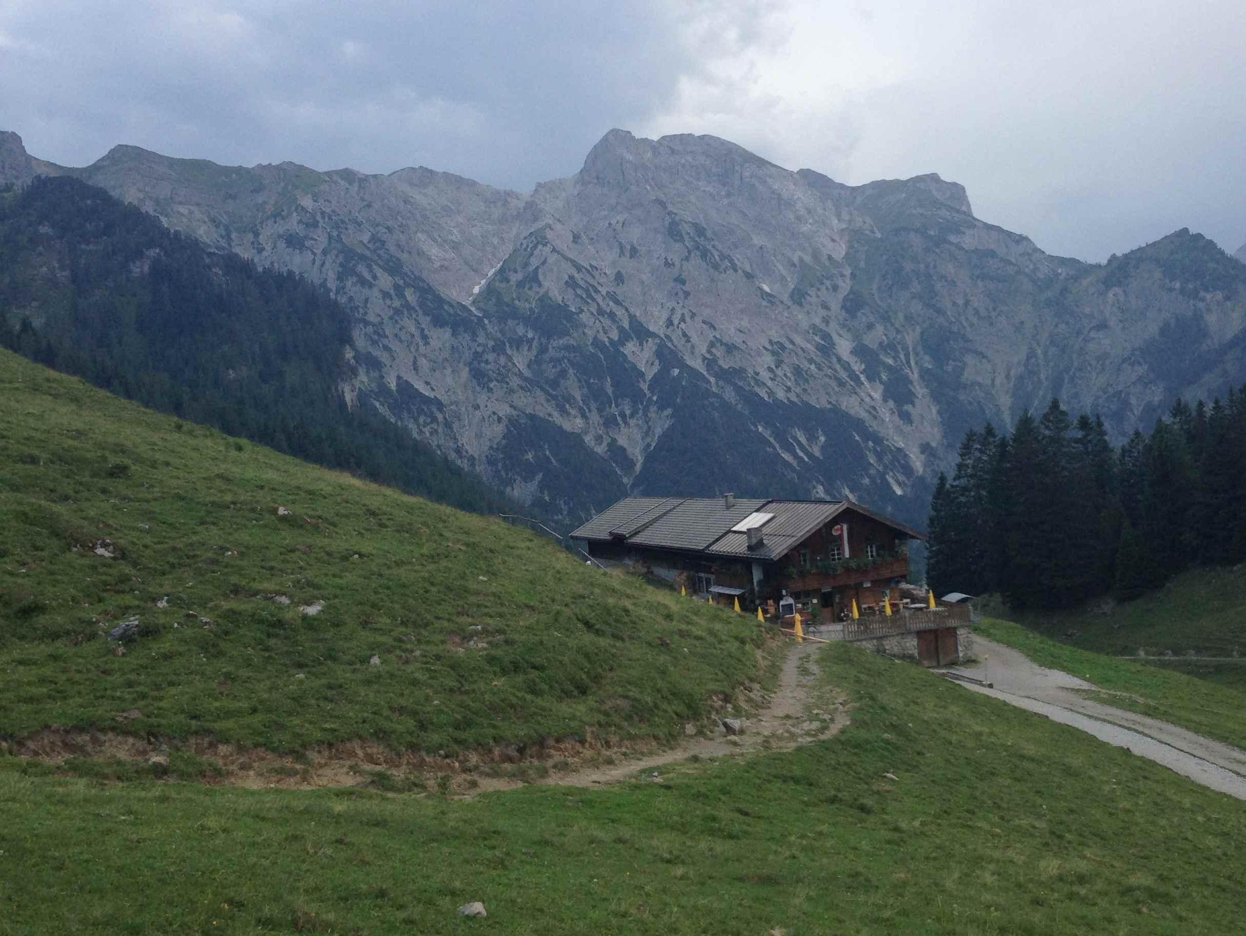 Die Bärenbadalm liegt auf der Bergtour zum Bärenkopf im Karwendel