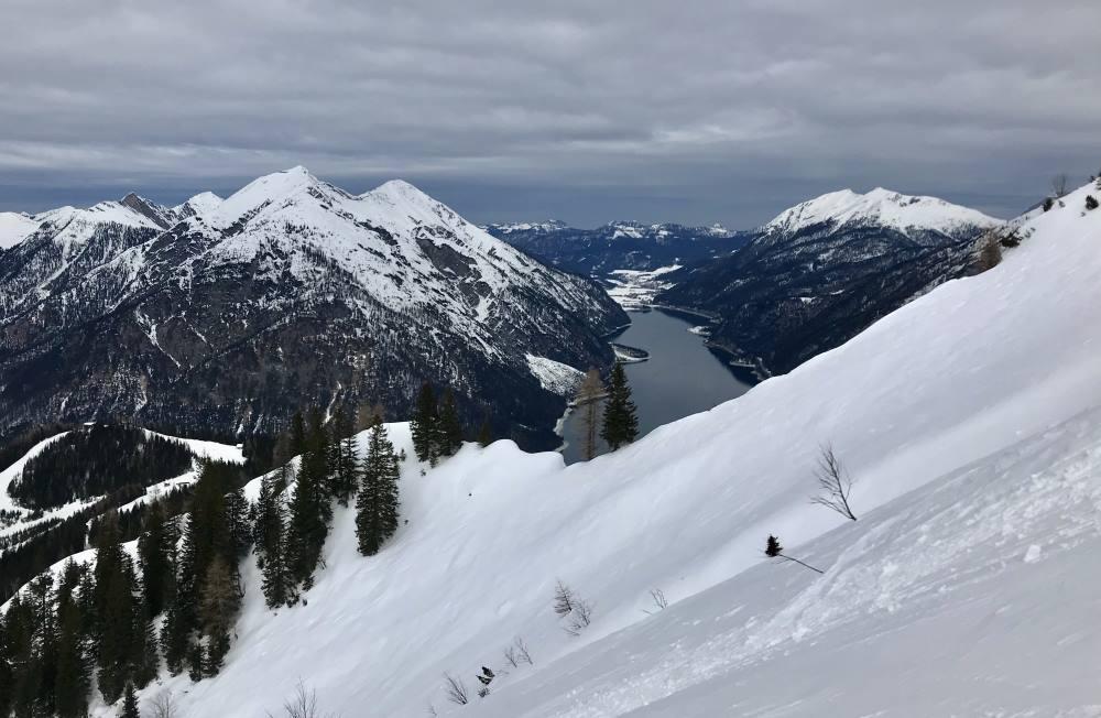 Die Bärenkopf Skitour lockt mit diesen Ausblicken auf den Achensee und das Karwendel