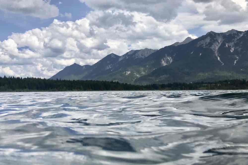 Am Barmsee im glasklaren Wasser schwimmen und diesen Ausblick haben. Wunderbar!
