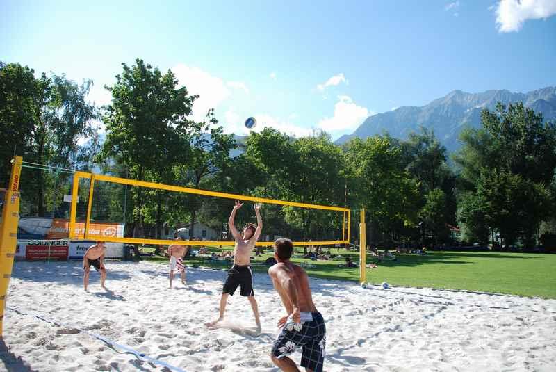 Schön zum Beachvolleyballspielen am Badesee Weisslahn in Tirol