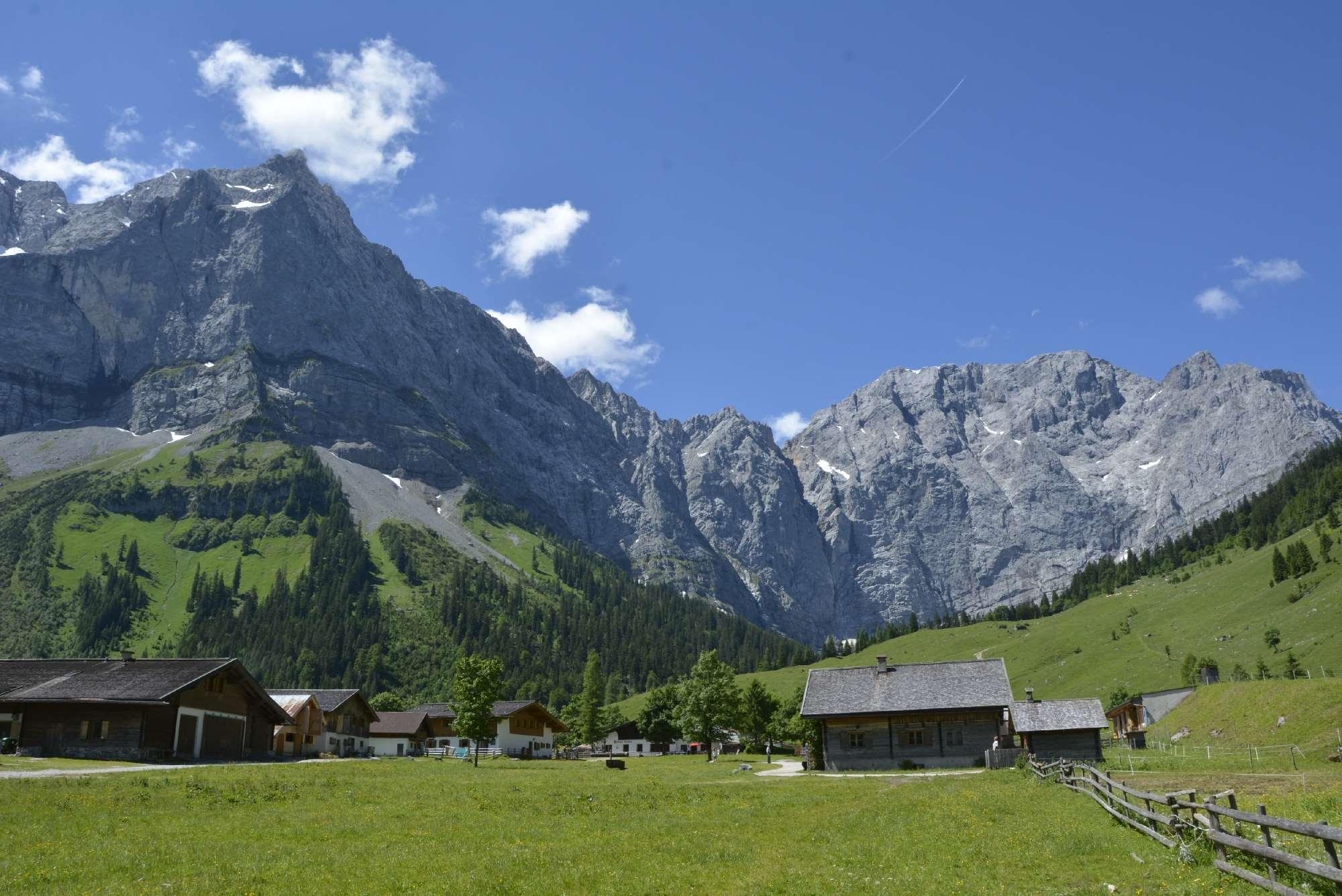 So schön ist das Karwendel zum Mountainbiken - mit vielen urigen Hütten!