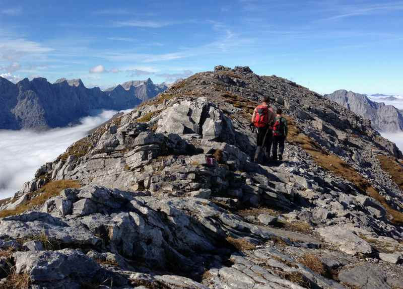 Auf dem Gipfel des Sonnjoch ist es leicht zu wandern
