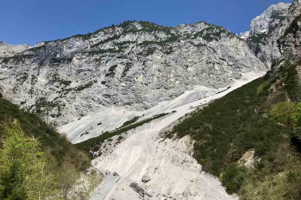 Der Blick vom Fluchtsteig auf das Bettelwurfeck im Karwendel