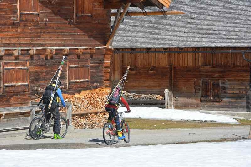 Mountainbiketour und Skitour zugleich: Im Frühling am Hochglück im Karwendel