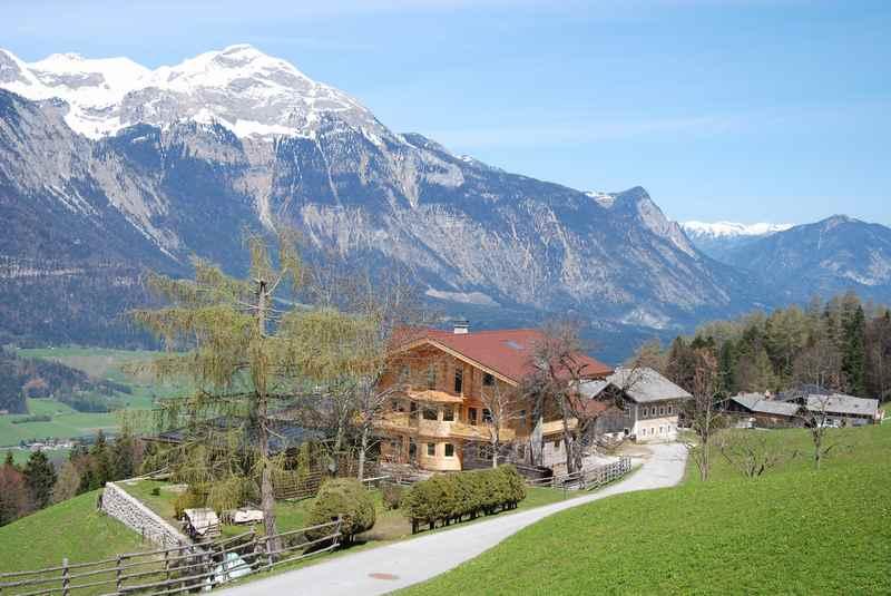Auf dem Höhenwerg von Buch in Tirol mountainbiken nach Gallzein