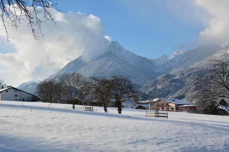 Eine leichte und zugleich aussichtsreiche Winterwanderung in Buch in Tirol mit Blick auf das verschneite Karwendel