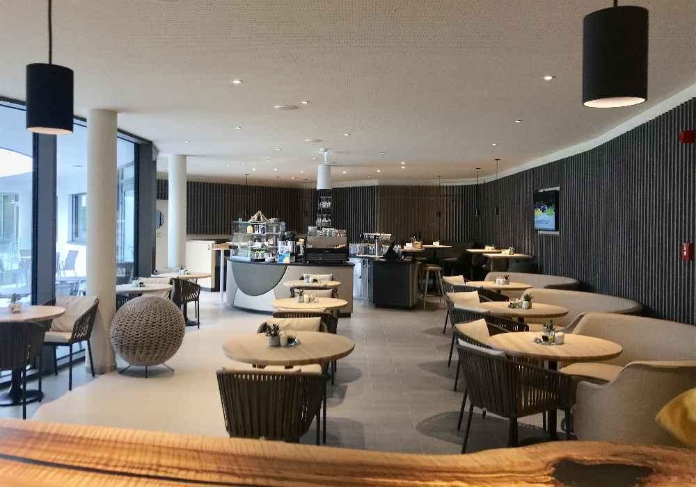 Im Penthouse SPA bei den Saunen: Das stilvolle Cafe