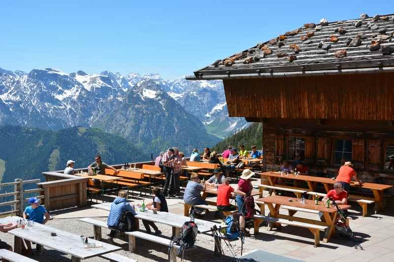 Hier hat es uns gefallen: Auf der Dalfazalm im Rofangebirge, toller Blick auf das Karwendelgebirge in Tirol