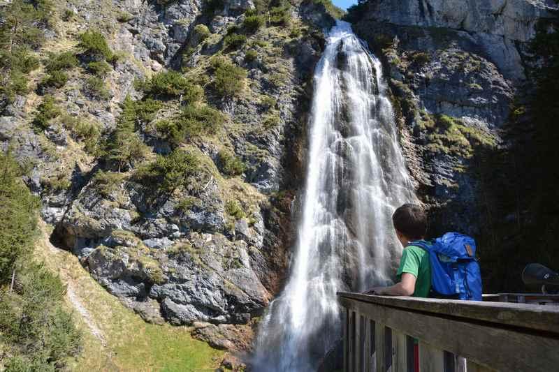Eine der Sehenswürdigkeiten am Achensee: Der Dalfazer Wasserfall im Rofan