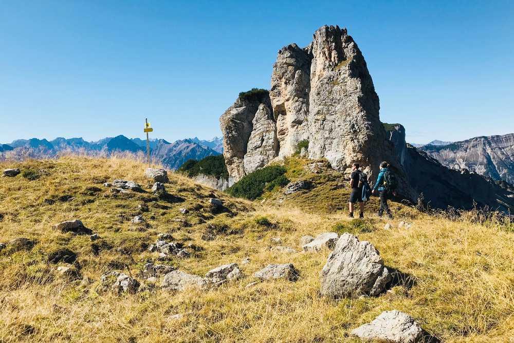 Von der Dalfazalm führt ein schöner Wanderweg zum steinernen Törl hinauf