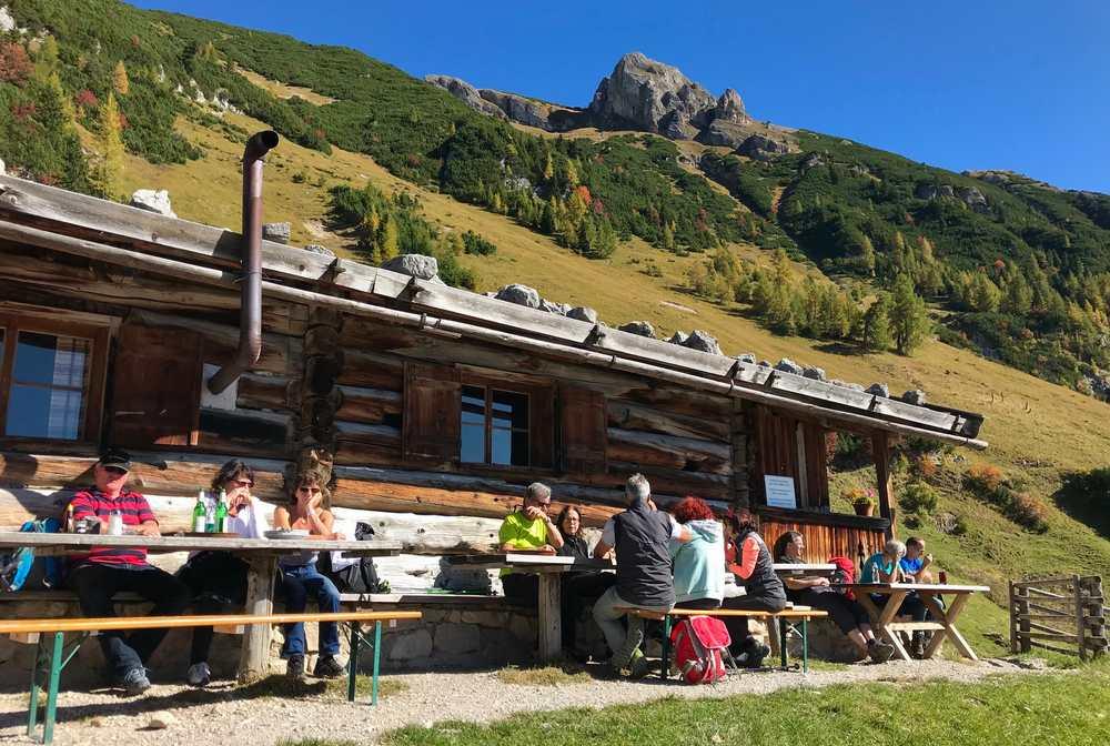 Das Wanderziel heute: Die Dalfazalm mit der Melkerhütte im Rofan am Achensee