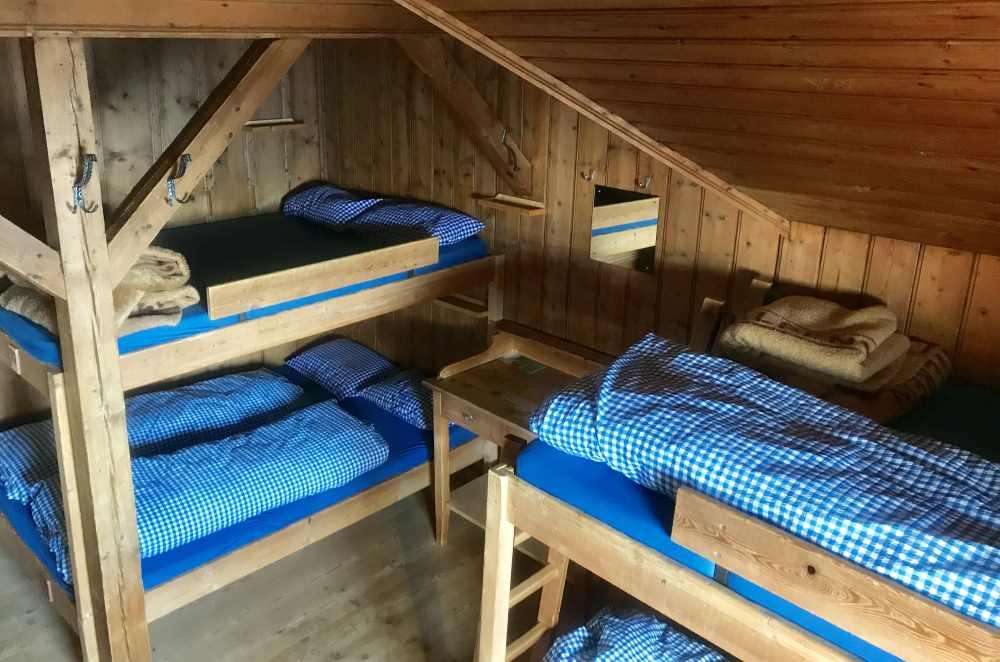 Das sind die urigen alten Zimmer - mir gefallen sie mit dem vielen Holz.