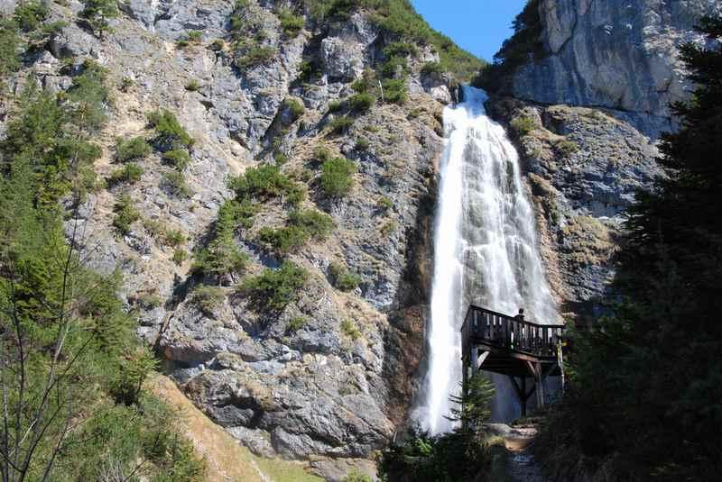 Der mächtige Dalfazer Wasserfall oberhalb vom Achensee im Rofan