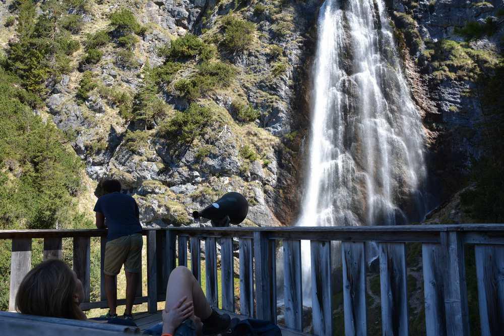 Zwischen Dalfazalm und Maurach am Achensee: Der Dalfazer Wasserfall. Nehmt euch Zeit und ein warmes Fleece mit!