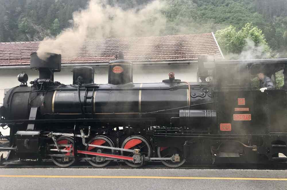 Der Dampfzug Zillertal - wie einem Bilderbuch entsprungen! Eine der Zillertal Sehenswürdigkeiten für jedermann.