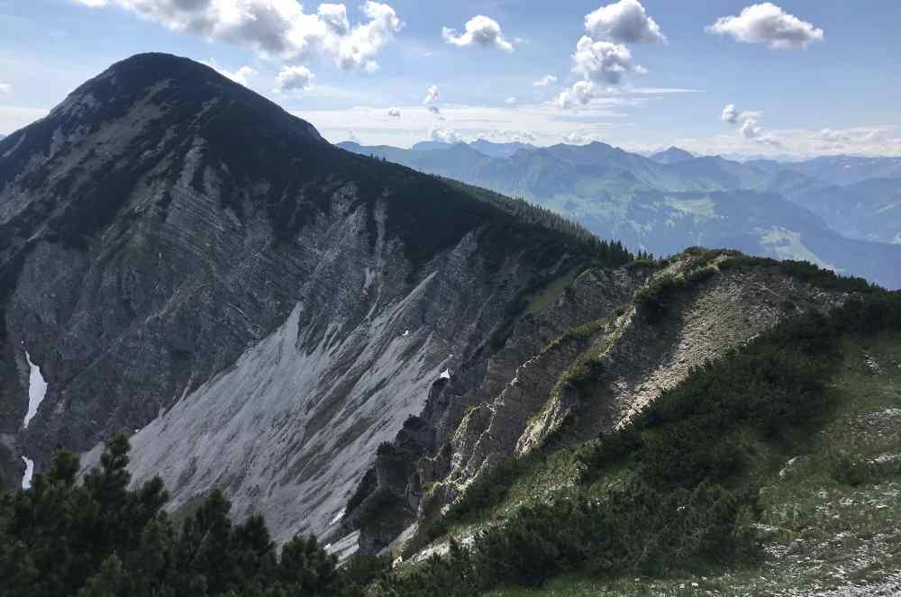 Das Wanderziel vor der Nase: Das 1923 m hohe Demeljoch