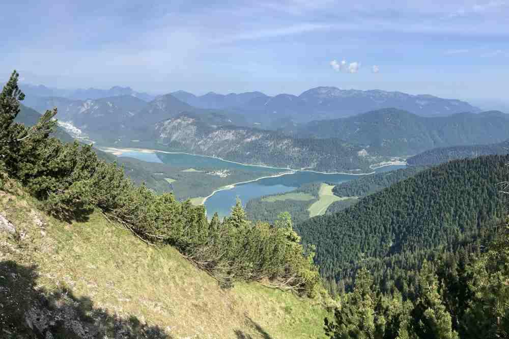 Demeljoch Wanderung: Auf diesen Blick habe ich bei der Planung der Wanderung am Sylvensteinsee gefreut!