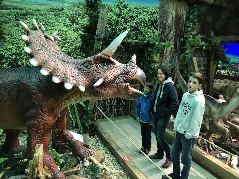 Das Dinoland in Terfens mit den riesigen Dinosauriern