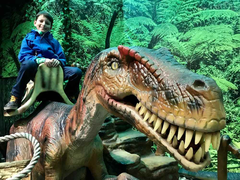 Eine der besten Sehenswürdigkeiten bei Regenwetter: Das Dinoland