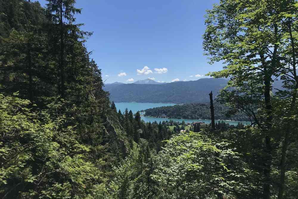 Der Drei-Kirchen-Blick auf den Walchensee