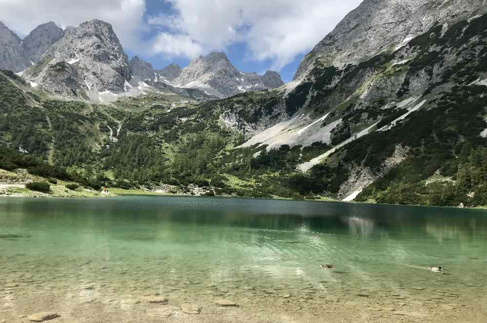 Blick auf die Zugspitze: Der einmalig schöne Seebensee in der Zugspitzregion